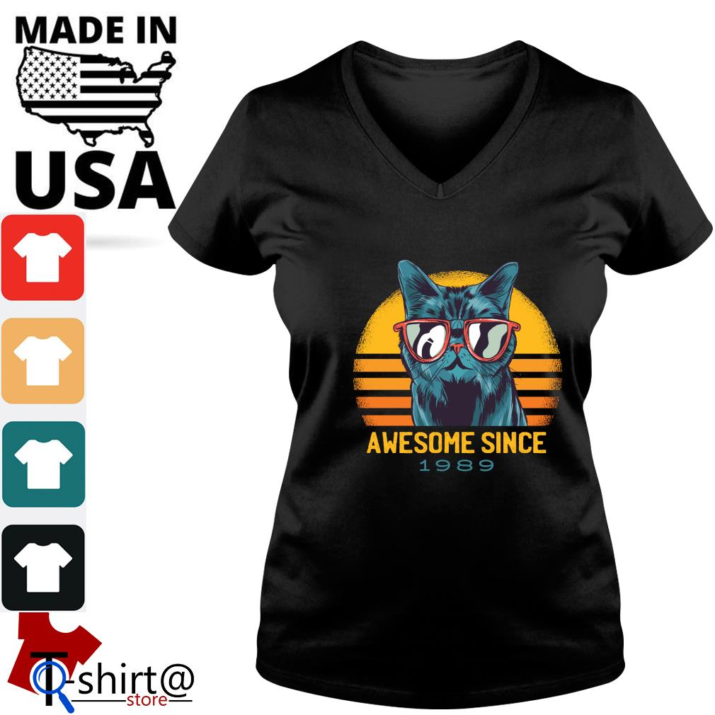 Cat awesome since 1989 vintage s v-neck-t-shirt