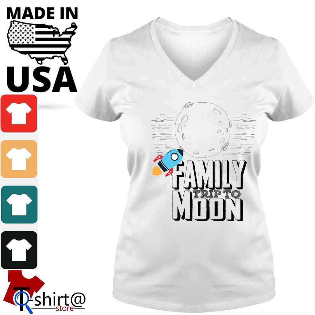 Family trip to moon s v-neck-t-shirt